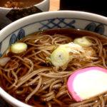 この味ずっと残っててほしい。秋田駅中央改札口前にある「駅そばしらかみ庵」。